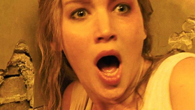 Jennifer Lawrence in una scena del film madre! di Darren Aronofsky
