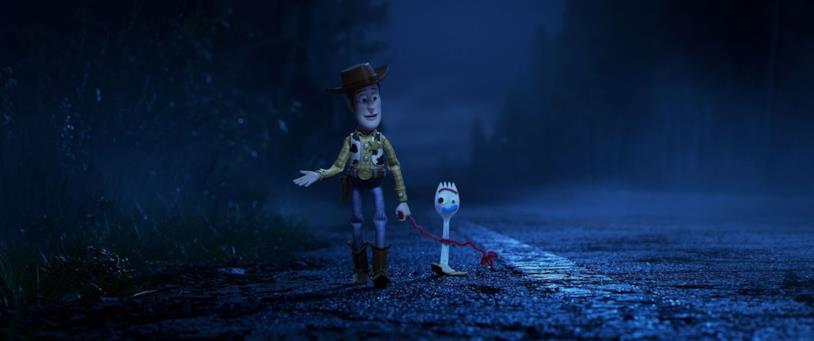 Woody e Forky passeggiano nella notte