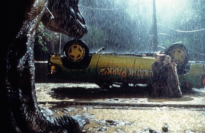 Una scena del film con l'attacco del T-Rex