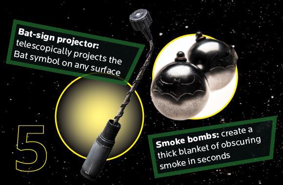 Il bat-segnale e le bombe fumogene della tuta da record di Julian Checkley