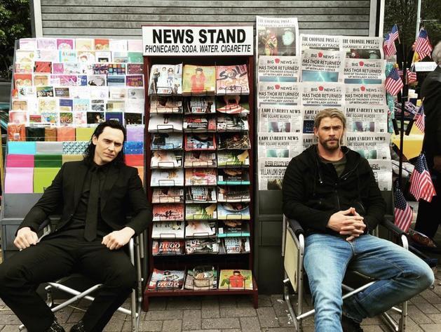 Thor e Loki sul set di Thor: Ragnarok