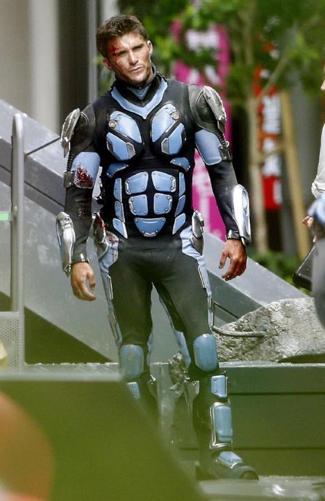 Scott Eastwood in uniforme da pilota Jaeger