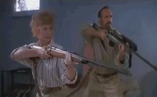 Burt e la moglie si difendono da un Graboid