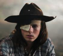 Carl in una scena del nuovo episodio di The Walking Dead