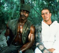 Carl Weathers e Jean-Claude Van Damme in una foto dal set