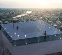 La piscina sul grattacielo a Londra