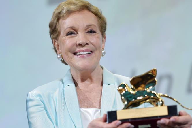 Julie Andrews premiata a Venezia 76