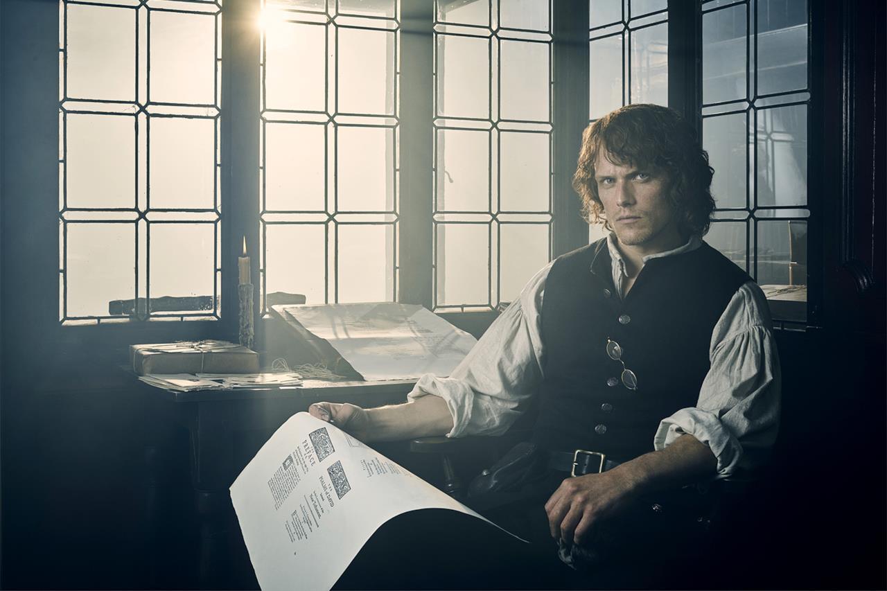Sam Heughan nella nuova immagine promozionale di Outlander