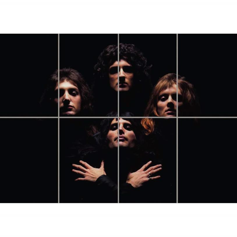 I volti dei componenti della band che emergono dallo sfondo nero
