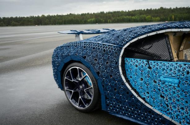Dettagli della carrozzeria del modello LEGO Technic Bugatti Chiron in scala 1:1