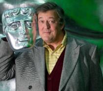 Un'espressione sorridente di Stephen Fry