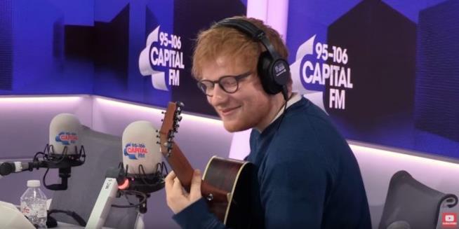 Ed Sheeran impegnato nella cover della sigla di Willy, Il principe di Bel Air