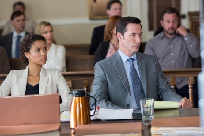 Keanu Reeves nei panni dell'avvocato Ramsey