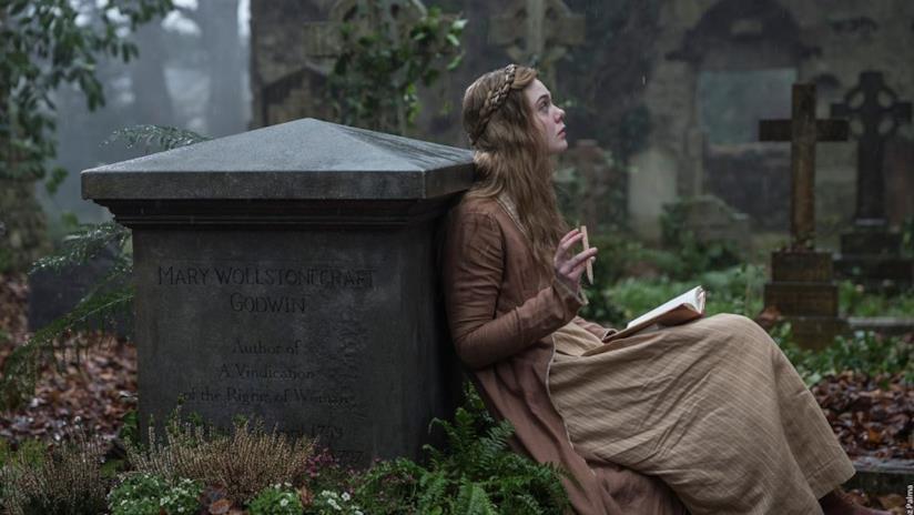 Elle Fanning in una scena di Mary Shelley