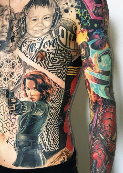 Vedova Nera tatuata sul corpo del super-fan Marvel Rick Scolamiero