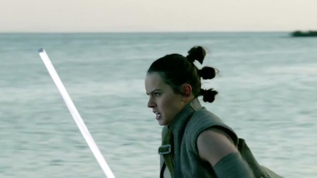 Rey che corre sulla spiaggia