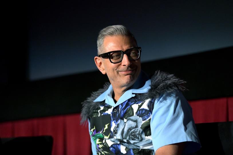 Jeff Goldblum sfoggia una maglia alquanto bizzarra