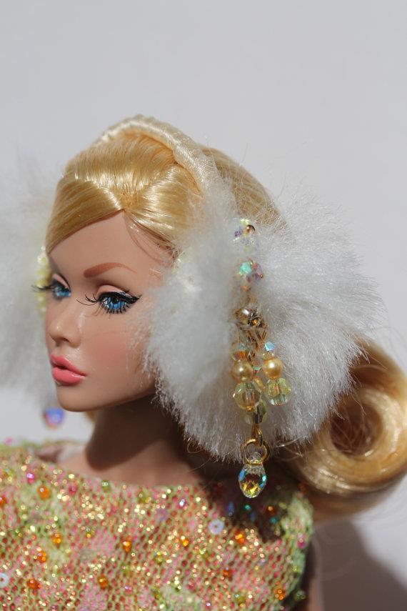 Scream Queens: paraorecchie per la propria Barbie