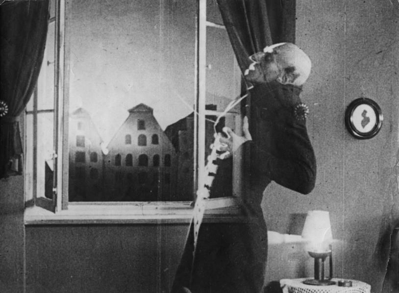 Max Schreck è Nosferatu il Vampiro nell'omonimo film