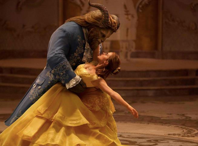 Un momento del ballo tra i protagonisti