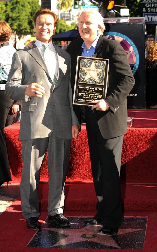 Cameron e Schwarzeneggerer sulla Walk of Fame