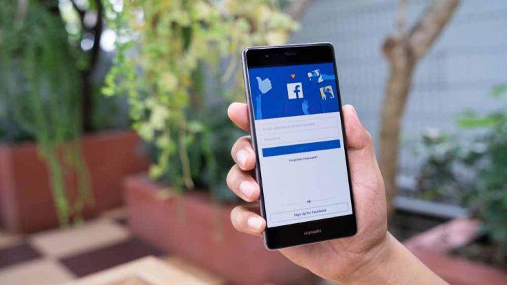 La pagina di log-in di Facebook su uno smartphone Huawei