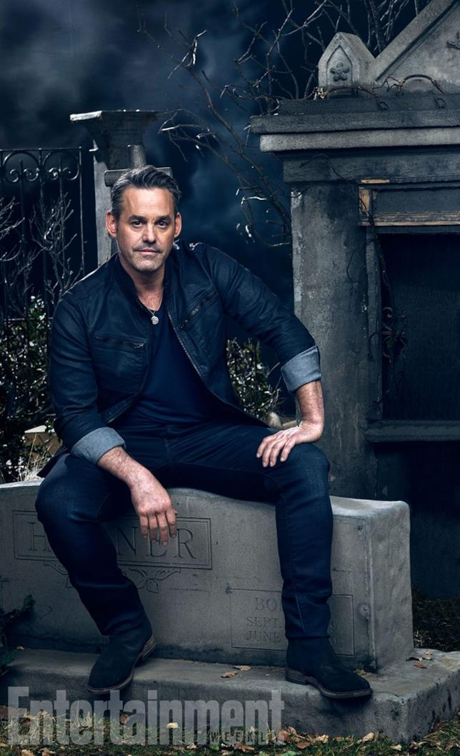 Nicholas Brendon in posa per Entertainment Weekly