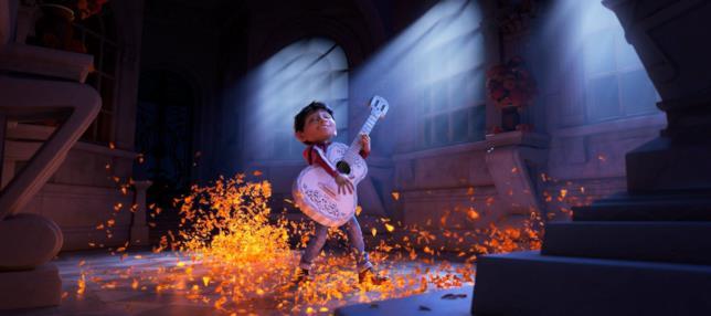 Miguel usa una chitarra ed entra per sbaglio nel mondo dei morti