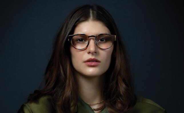 Un'immagine promozionale che mostra gli occhiali Focals indossati
