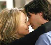 Keanu Reeves e Diane Keaton si baciano nel film Tutto può succedere