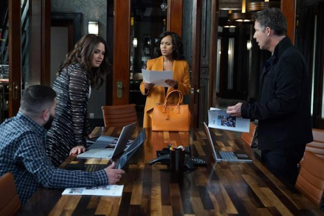 Olivia Pope e i suoi gladiatori in una scena dell'episodio