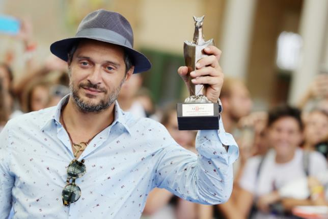 Claudio Santamaria sul red carpet di Giffoni 2016