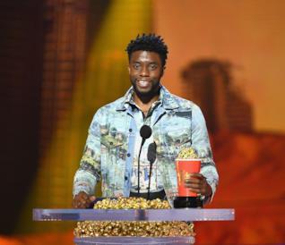 Chadwick Boseman ritira il suo premio per Black Panther
