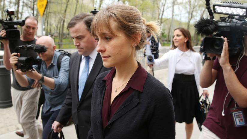 Allison Mack davanti al tribunale