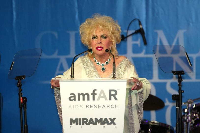 Elizabeth Taylor al gala dell'AMFAR al Festival di Cannes