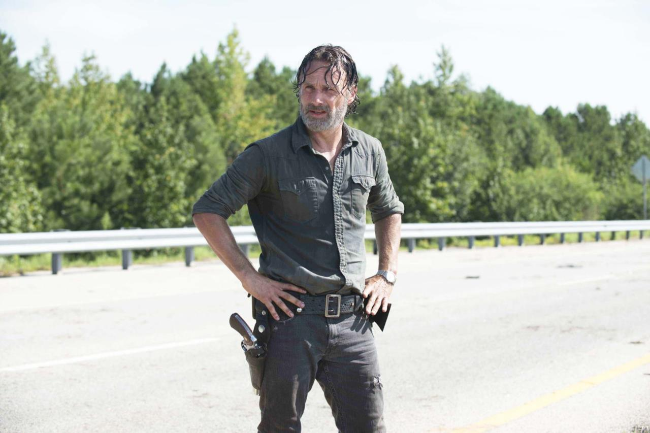 Rick in una strada in TWD 7