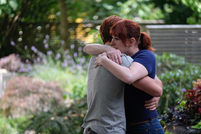 Nella foto di anteprima della nuova stagione di Riverdale ci sono Archie e Mary abbracciati