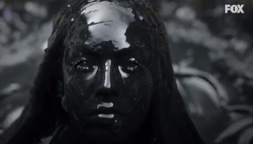La creatura emerge dal sottosuolo, scena The Exorcist 2