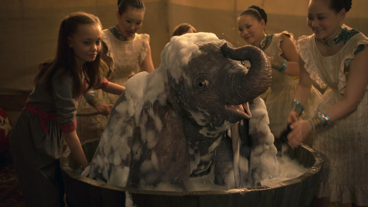 Dumbo fa il bagno