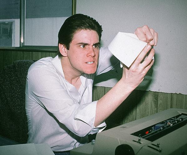 Primo piano dell'attore Jim Carrey in uno scatto del 1984
