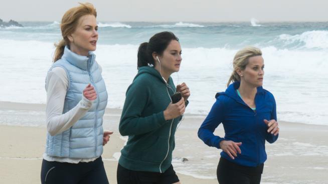 Celeste, Jane e Madeline corrono sulla spiaggia