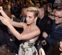 Katy Perry scatta alcuni selfie con i fan