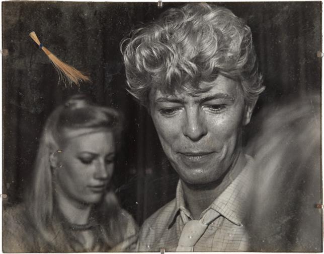 Wendy Farrier con David Bowie, in una foto scattata al museo delle cere Madame Tussauds