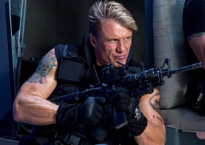 Dolph Lundgren in una scena de I Mercenari