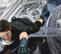 Tom Cruise in una scena della saga di Mission: Impossible