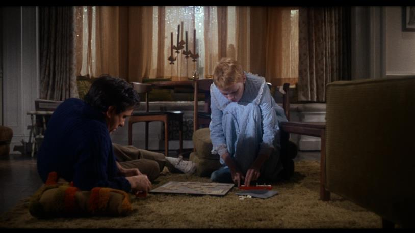 Mia Farrow e John Cassavetes sono i protagonisti di Rosemary's Baby