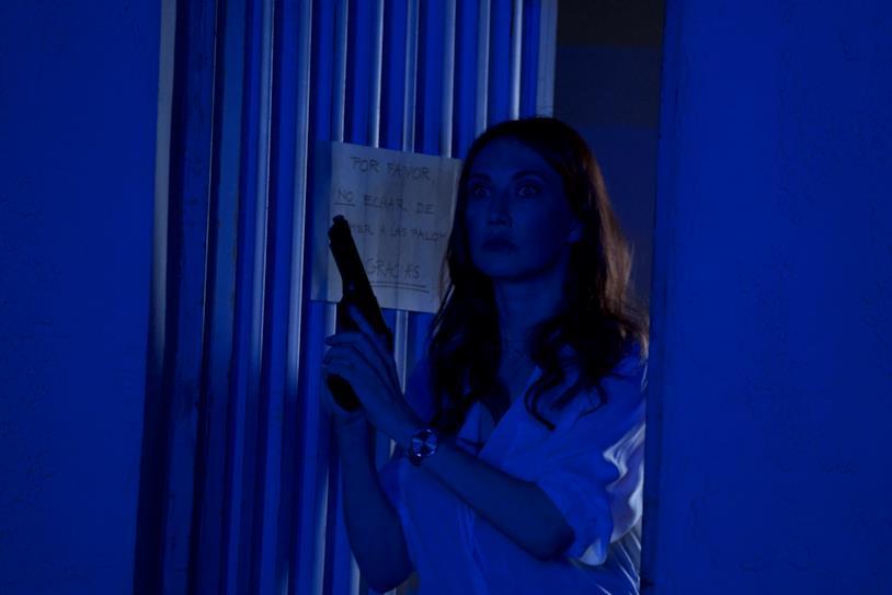 Scena d'azione del film Domino con Carice Van Houten