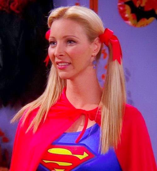 Phoebe Buffay mascherata da Supergirl