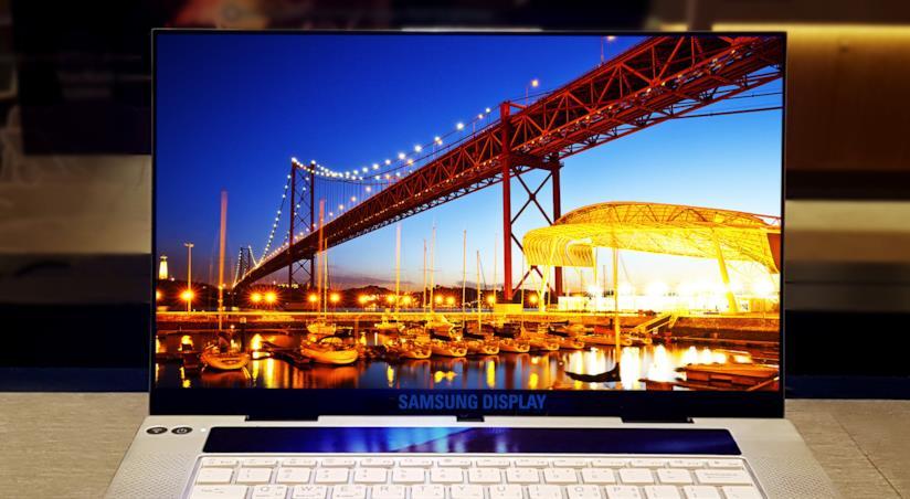 Foto del display 4K OLED da 15,6 pollici di Samsung