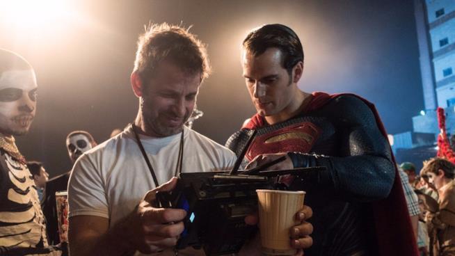 Zack Snyder sul set di Batman v Superman assieme ad Henry Cavill